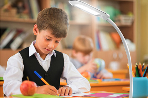How to choose a suitable student to read a desk lamp